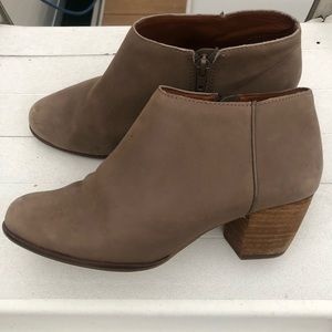 Lucky Brand Taupe Leather Ankle Boots size 6.5